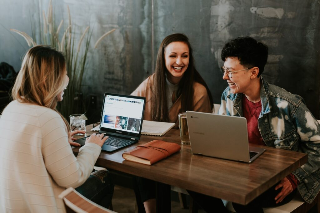 social media marketing   Caroselling digital Studio